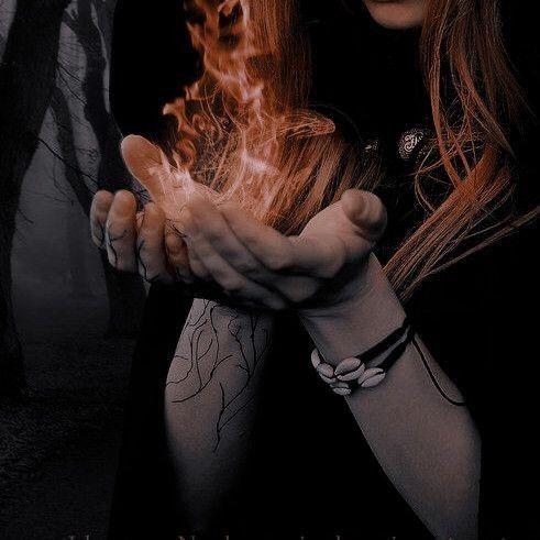 Poco a poco, esa explosión desmedida de llamas rojas, aminoró hasta quedar reducida a una pequeña esfera flotante sobre la palma de mi mano