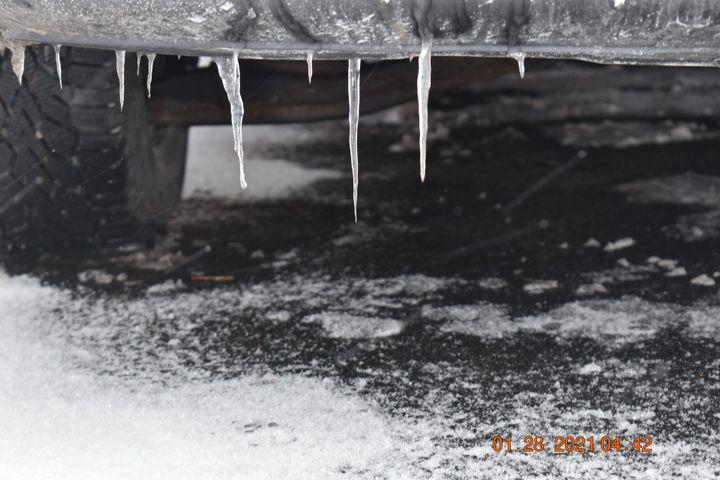 #2 Icy Cars (Medium wide shot)