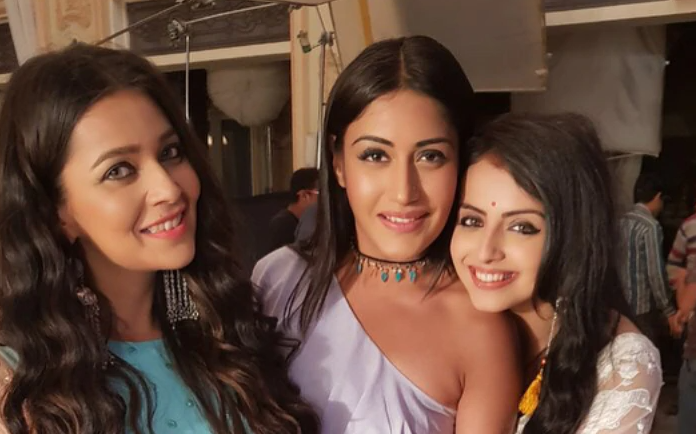 Pooja hugged Ishani and Mahek as it is their way to buy her favourite flavoured cake