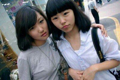 (Elle est à gauche, celle de droite est Wheein)