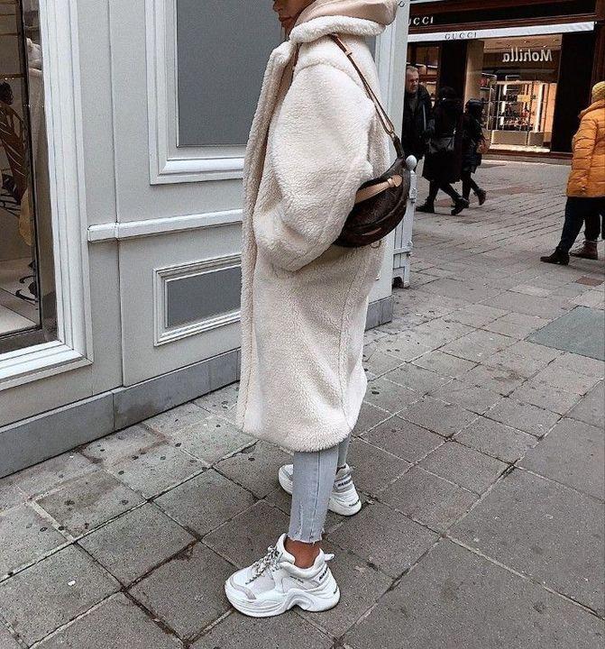 Sweatshirt üzerine peluş kaban ile adeta bir battaniye giyinmiş gibi görünsem de içime soğuk işlemeyecekti