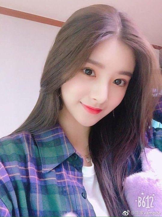 - yun hee කියන්නෙ scholarship එකක් නිසා high school එකක ඉගෙන ගන්න ආව අහිංසක ගෑණු ළමයෙක්