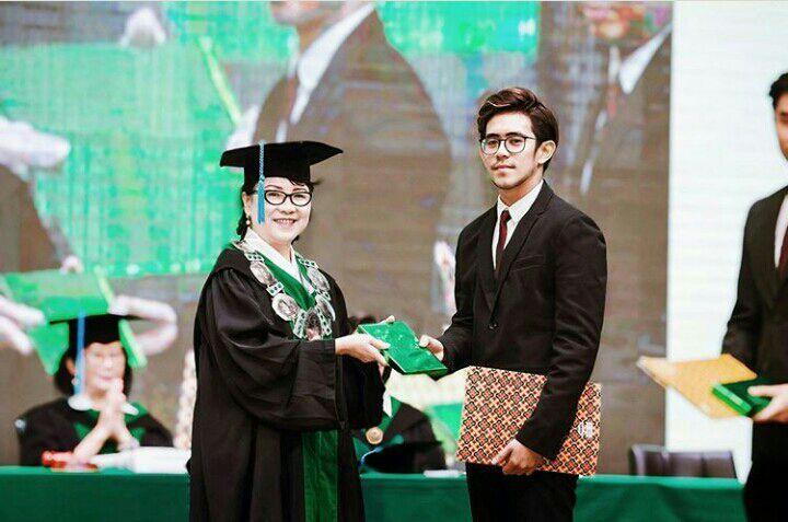 lulusan Maranatha