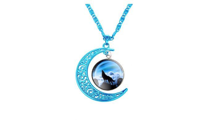 "i open the box there is a note its said that "" HAPPY BIRTHDAY AYLA"" i put the note aside and see that there is a chain with blue crescent moon and wolf locket"