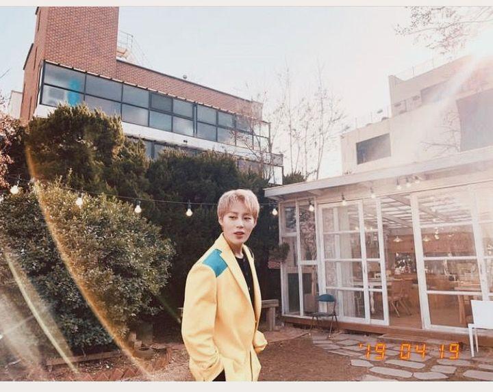 • teman sekelas, teman satu organisasi, teman gosip, dan teman berantemnya Seongwoo