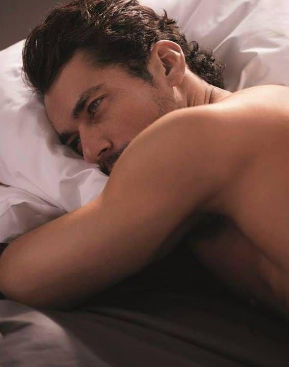 Acordei com Lucca se movimentando em um sono agitado