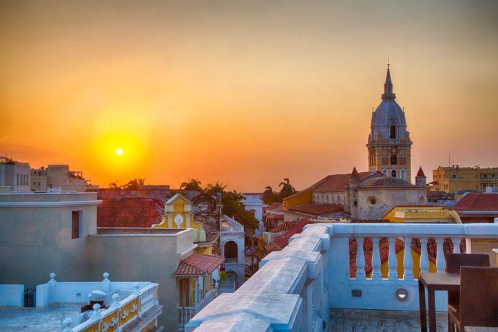Cartagena é a cidade mais popular da  para os turistas, graças não apenas aos edifícios coloniais, mas também às praias arenosas, à deliciosa culinária e à agitada vida noturna