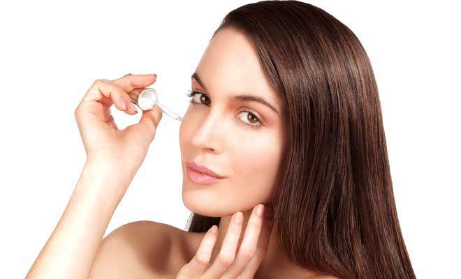 • Mengecilkan pori-pori kulit: Perawatan kulit yang menyegarkan ini membatasi pori-pori kulit Anda sehingga celah kulit Anda akan bersih tanpa hambatan