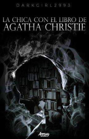 La Chica con El Libro de Agatha Christie by DarkGirl2993
