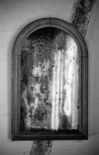 Dietro lo specchio non si ride mai by Edoardo932