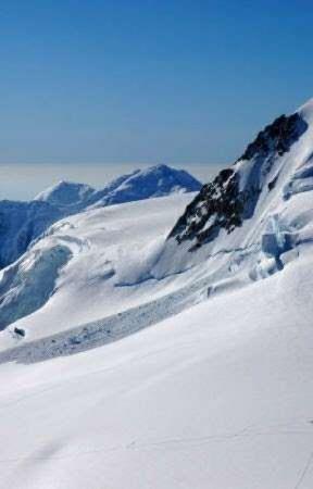 Alaskan Snow by skwarlogirlcfc
