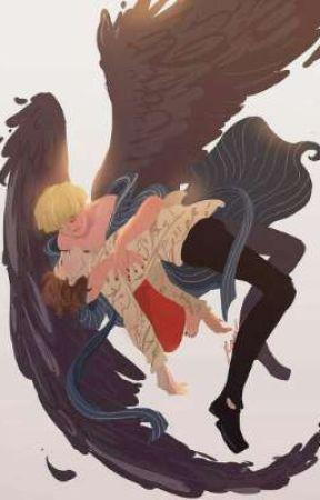 Падший ангел и чертик со страпоном на Хэллоуин
