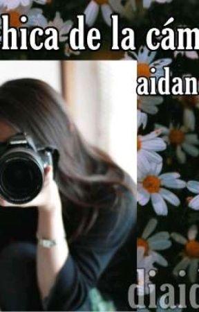 La chica de la cámara >aidan y tu< by DianaDarkk