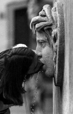 Đọc truyện poem / kiss while your lips are still red