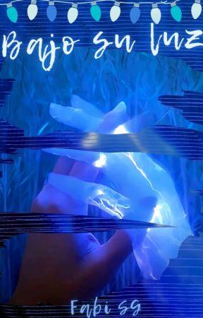 BAJO SU LUZ 💔 by FabiolaSanchezGutier