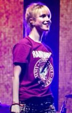 I'm not one of those crazy girls (Hayley Williams fanfic) by swimmingmum