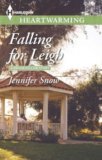Falling for Leigh (A Brookhollow Story #3)