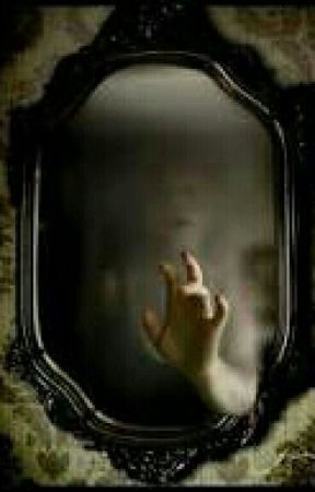 Detrás del espejo  by fenixoss