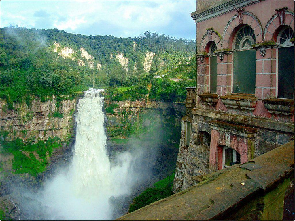 Nessa casa, além de conhecer o museu e a paisagem do seu interior também poderá apreciar uma linda vista da cachoeira