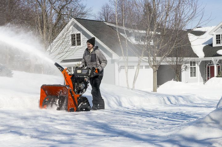 This permits the blower to press snow out of the chute efficiently